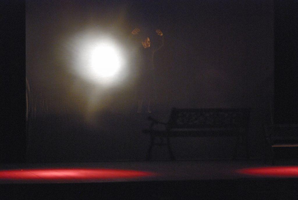 teatro della visitazione spettacolo losta and found effetto del velatino con la luce