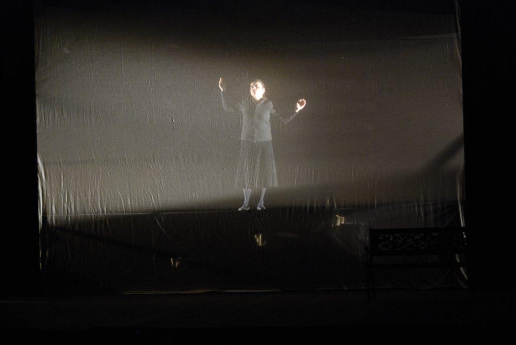 lost and found al teatro della visitazione immagine del palco con il velatino