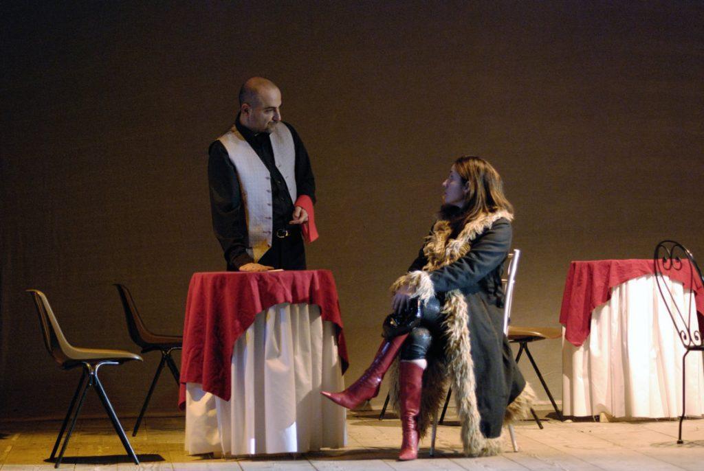 alex e mersia scena del ristorante spettacolo losta and found al teatro della visitazione